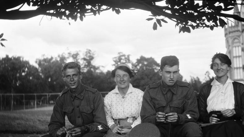 Friends of Doris Mckeller at the University of Melbourne, circa 1917, 1975.0048.00043, University of Melbourne Archives